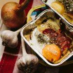 Carta stagnola e contenitori di alluminio: i rischi in cucina